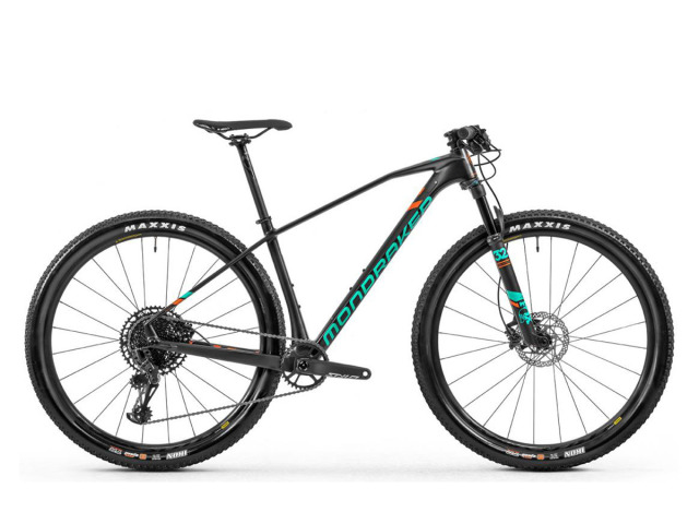 Mondraker Chrono Carbon RR je horský XC bicykel, výnimočný vďaka jeho prepracovanej geometrií, jednoduchým ovládaním a obratnosťou ako vo výšlapoch tak v zjazdoch.
