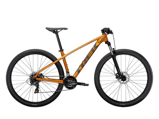Marlin 5 je dokonalé šitý bicykel na každodenné dobrodružstva, nie len na trailoch, ale aj mimo nich . Odpružená vidlica, 21 rýchlostí, príprava na stojan a nosič predstavujú ideálnu voľbu pre začiatočníkov, ktorí chcú pohodlný a stabilný bicykel s odolnosťou skutočného horského bicykla.