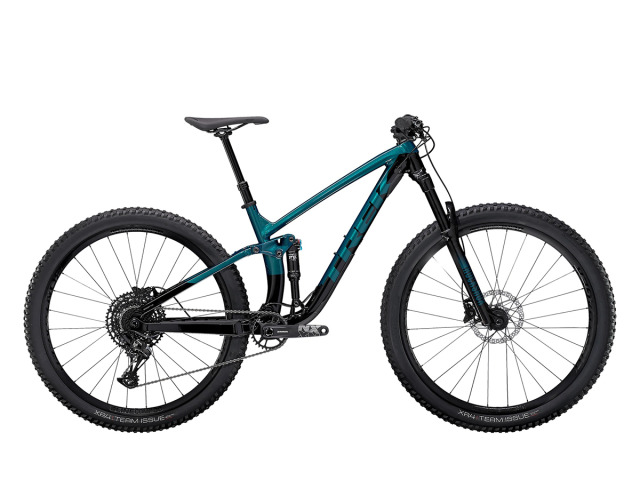 Fuel EX 7 exceluje v prejazdoch cez náročné časti trailu, kde kvalitne odpruženie príde určite vhod. Ľahký hliníkový rám, príprava na bezdušový systém a pohon 1x12 SRAM NX Eagle - vďaka tomuto je tento bicykel dokonalým univerzálom v triede MTB.