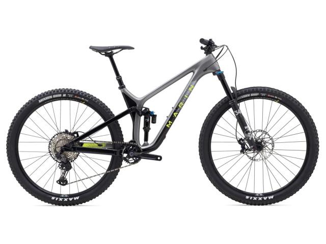 """Rift Zone je MultiTrac bike orientovaný na rýchlosť. Bol navrhnutý pre jazdcov, ktorí hľadajú rýchlosť na 29"""" palcových kolesách, ktoré sa prevalia takmer cez každú prekážku.  Dlhá, nízka a voľnejšia geometria je agresívnejšia ako na XC bikoch a zaručuje väčšiu kontrolu pri maximálnej rýchlosti a väčšiu zábavu pri prenasledovaní sekúnd. Modely Rift Zone Carbon sú skonštruované s vysokomodulového karbónového vlákna s monokokovou konštrukciou, čím vznikol najľahší a najschopnejší Rift Zone, aký kedy Marin vyrobil.  MultiTrac systém odpruženia je vyladený tak, aby odolával veľkým nárazom a zaručoval efektívne šliapanie."""
