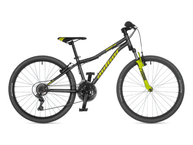 Hľadáte pre svojho rastúceho jazdca pohodlný bicykel, ktorý nesklame ani v náročnejších podmienkach a je zároveň cenovo dostupný ? Author Matrix vo veľkosti 24 ma pevný oceľový rám, odpruženú vidlicu so zdvihom 40mm, ergonomické otočné radenie Revoshift, 18 rýchlostí pre dostatočný rozsah a nový dizajn rámu. Váš malý jazdec tak môže pohodlne spoznávať svet zo sedla bicykla.