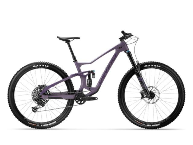Devinci Troy je enduro/all-mountain bicykel, ktorý vás jednoducho vytrhne z reality. Výhovoriek, že sa niečo nedá, že je niečo ťažké, že tento trail nedám, je veľmi veľa, ale Devinci Troy neodpustí ani jednu. Troy je proste nekompromisný zabijak. Ak hľadáte veľmi spoľahlivý bicykel, ktorý by zvládol všetko čo je vo vašich schopnostiach a možnostiach, tak Devinci Troy bude tým pravým strojom.
